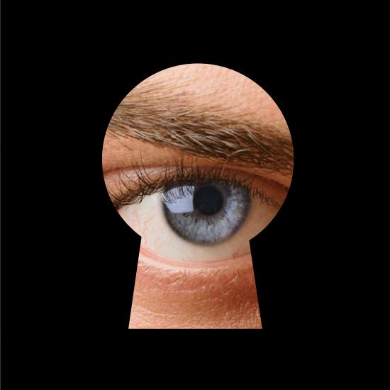 derecho a la intimidad al honor y a la propia imagen. un ojo que mira por una cerradura.